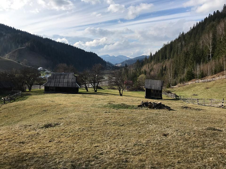 Продається земельна ділянка з будинком село Зелене (біля річки з файним краєвидом)