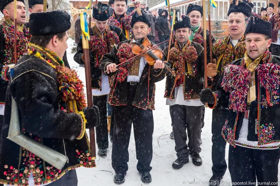 """У Гуті відбувся міжнародний фестиваль """"Коляда у Карпатах"""" (відеосюжет)"""