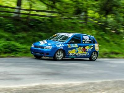 Під час гірських гонок у Верховині перекинувся автомобіль. ФОТО/ВІДЕО