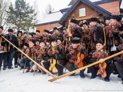 Різдво у Криворівні: трембіти, роги, колядницькі співи. Як все відбувається?
