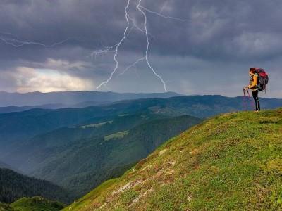 Гроза в горах: правила поведінки, що рятують життя