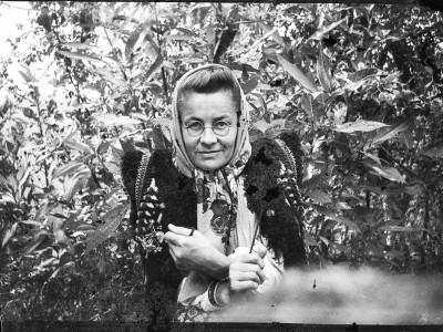 Гуцульську мисткиню Параску Плитку-Горицвіт включили у книжку «Світова історія жінок-фотографів»